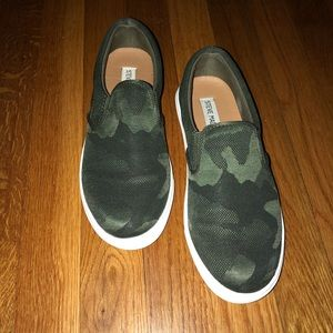 0fedc4b3bcc Steve Madden Ecentric Camouflage Sneakers Size 7